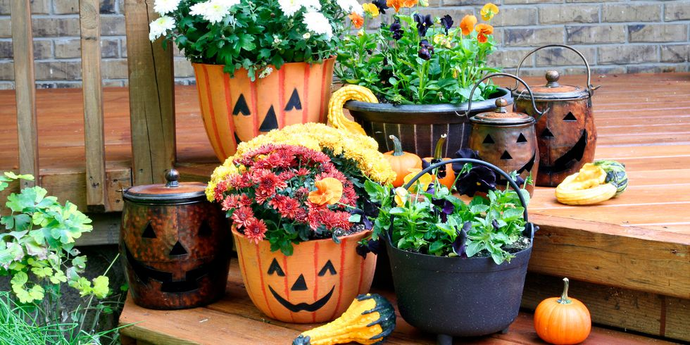 https://paintpower.net/wp-content/uploads/2018/10/outdoor-halloween-decorations-1539371479.jpg