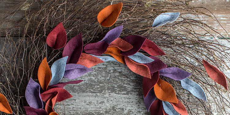 https://paintpower.net/wp-content/uploads/2018/11/diy-fall-felt-leaf-wreath-1533157611.jpg